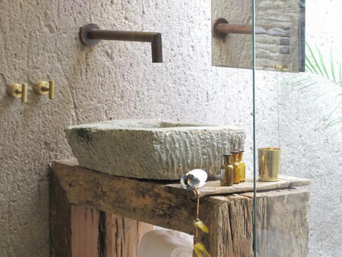 интерьер ванной комнаты в стиле ваби-саби